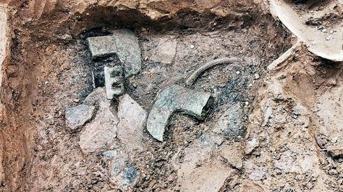 Tìm thấy nhiều hiện vật quý thuộc văn hóa Đông Sơn tại Di chỉ Vườn Chuối