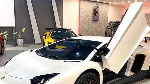 Độ phiên bản kỷ niệm 50 năm chưa đủ, chủ xe Lamborghini Aventador tiếp tục nâng cấp nội thất với hàng loạt chi tiết Alcantara