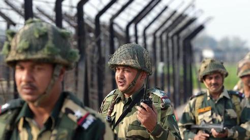 Pakistan bị cáo buộc dùng súng cối hạng nặng nã về phía biên giới Ấn Độ