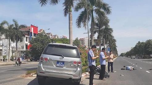 Lãnh đạo UBKT Tỉnh ủy nói về bức ảnh '3 cán bộ đứng cầm điện thoại, nạn nhân nằm gục' sau tai nạn