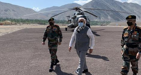 Thủ tướng Ấn Độ Modi bất ngờ xuất hiện gần biên giới Trung Quốc
