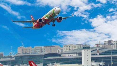 Cấm bay 1 năm nữ hành khách 25 tuổi ném điện thoại vào người tiếp viên trưởng trên chuyến bay Vietjet