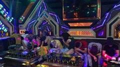 Quảng Bình: Bắt quả tang 20 nam, nữ mở 'đại tiệc' ma túy tại phòng hát karaoke