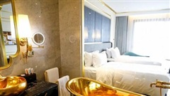 Báo nước ngoài trầm trồ về khách sạn dát vàng ở Việt Nam