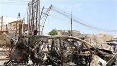 Kẻ đánh bom liều chết lao xe vào bốt cảnh sát tại Somalia
