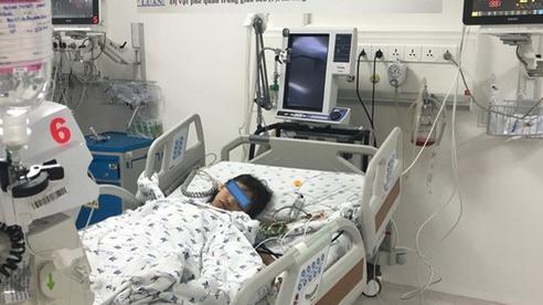 Nhổ răng sâu, răng văng luôn vào đường thở khiến bé gái phải nhập viện