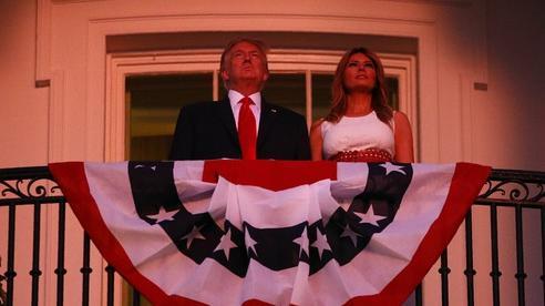 Mừng Quốc khánh giữa đại dịch, Tổng thống Trump tuyên chiến với 'kẻ thù bên trong'
