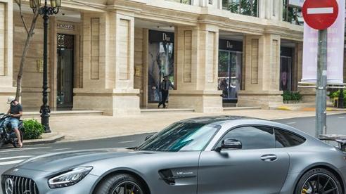 Doanh nhân Nguyễn Quốc Cường lần đầu cầm lái Mercedes-AMG GT R lên phố, hội ngộ cùng siêu xe McLaren 720S Spider