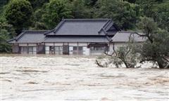 Mưa lớn gây ngập lụt ở Nhật, 14 người trong viện dưỡng lão tử vong