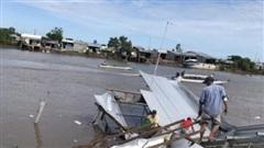 Cà Mau: Sạt lở trong đêm khiến 14 căn nhà trôi xuống sông