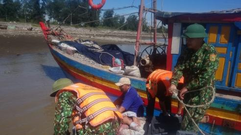 Cấp cứu kịp thời thuyền viên bị nạn trên biển