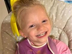 Chuyện cô bé dù đau đớn vẫn cười tươi vì mắc 'hội chứng thiên thần'