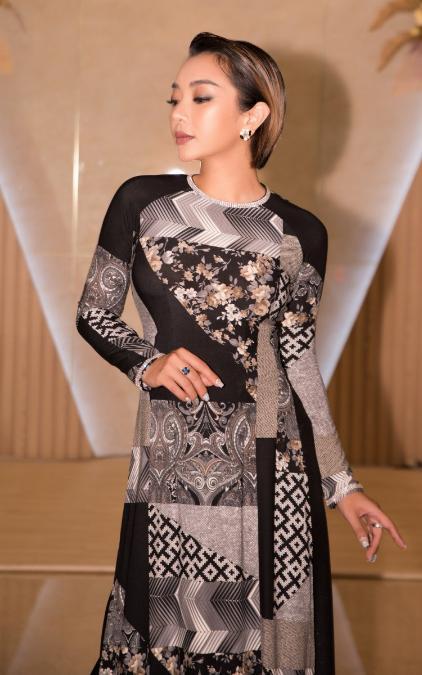 Phương Anh thon thả trong tà áo dài họa tiết hình học độc đáo