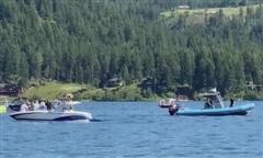 Hai máy bay đâm nhau rồi rơi xuống hồ, 8 người chết