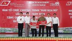 Báo Điện tử Đảng Cộng sản Việt Nam tặng quà các gia đình chính sách tại Đà Nẵng