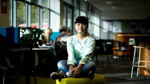 13 tuổi đã trở thành sinh viên, học 2 ngành 1 lúc, cô bé gốc Việt gây chấn động New zealand