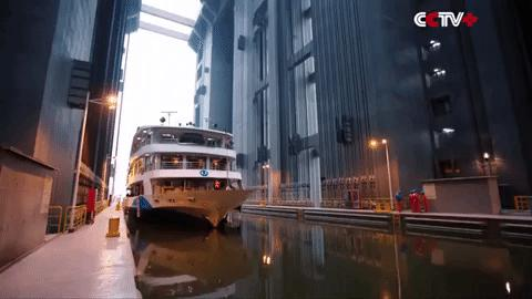 Công nghệ gì giúp thang máy ở đập Tam Hiệp nâng tàu 3.000 tấn?