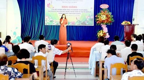 Kiên Giang khai giảng lớp kỹ năng cho người truyền dạy Đờn ca tài tử