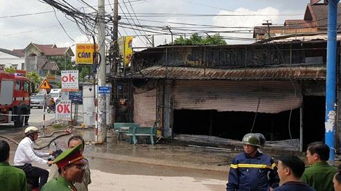 ĐỪNG LỠ ngày 8/7: Cả gia đình chết cháy thương tâm ở Bình Dương; 100 cảnh sát đột kích kho hàng lậu khủng chuyên livestream bán trên facebook