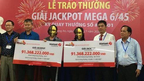 Một nữ kế toán và một bà nội trợ cùng nhận độc đắc 'khủng' hơn 91 tỷ đồng: Trở thành nữ tỷ phú khi mua vé 'cầu may' trên đường về thăm nhà