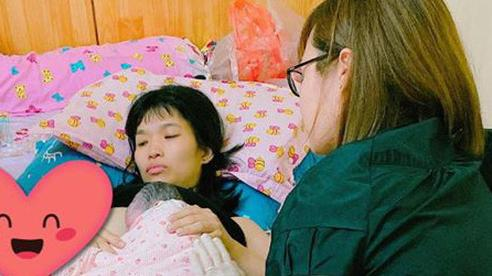Hy hữu: Ngay giữa lòng thủ đô, sản phụ sinh con tại nhà vì mang thai 39 tuần đi khám được bác sĩ cho về