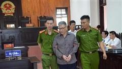 Xét xử vụ anh truy sát cả nhà em gái ở Thái Nguyên: Cựu phó giám đốc công ty xi măng tóc bạc trắng, gầy rộc đến toà