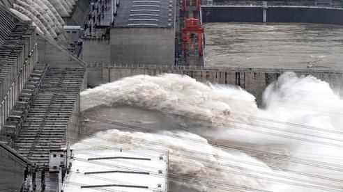 Trung Quốc tăng mức độ ứng phó khẩn cấp, nâng cảnh báo mưa lớn lên mức nghiêm trọng.