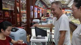 Vàng tăng cao kỷ lục: Người dân Hà Nội đua nhau đi bán kiếm lời