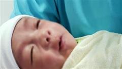 Không có người thân đến nhận, bé trai sơ sinh bị bỏ rơi ở hố ga tại Bình Chánh đã được đưa vào viện mồ côi