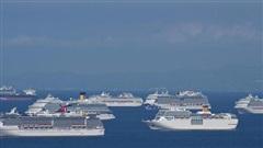 Thảm cảnh những siêu tàu du lịch mùa Covid-19: Niềm kiêu hãnh trên các đại dương bị 'xếp xó', đối mặt án tử hình treo