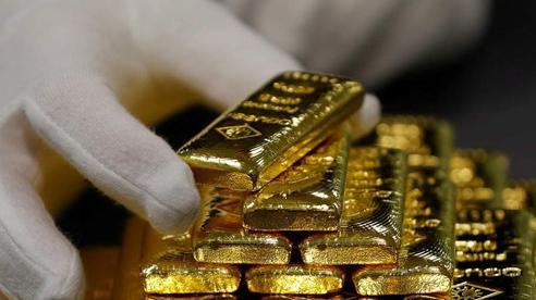 Giá vàng vượt mốc 1.800 USD/ounce, 'nhảy' vào thị trường lúc này có quá muộn?