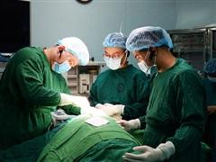 Phẫu thuật cắt bướu giáp 'khổng lồ' cho một phụ nữ ở Điện Biên