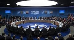 NATO 'vạch áo cho người xem lưng'