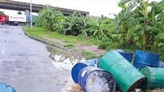 Báo động nạn đổ phế thải trên Đại lộ Thăng Long