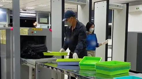 Khách đi máy bay vào Tuy Hòa giấu ma túy trong cạp quần