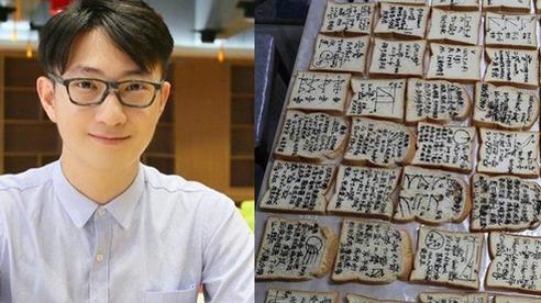 Sợ trò căng thẳng quên hết trước thi, thầy giáo điển trai viết luôn kiến thức lên bánh mì tặng mỗi người 1 cái
