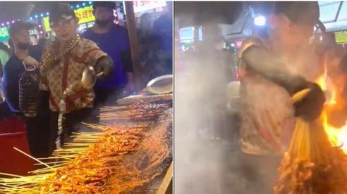 Đoạn clip '1 lần nướng thịt - cả làng cùng ăn' đang gây bão khắp TikTok, thao tác nhanh như máy của chàng trai khiến dân mạng thán phục