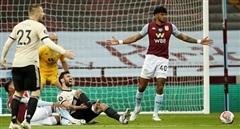 VAR lại làm 'trò hề' trong trận đấu tại Ngoại hạng Anh