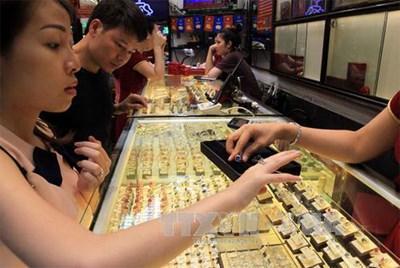 Giá vàng trong nước giảm 130.000 đồng/lượng