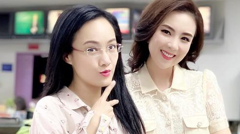 BTV Mai Ngọc và BTV Hoài Anh đọ sắc với khuôn mặt như 'lão hóa ngược', khiến dân tình chẳng thể nhận ra ai là chị ai là em