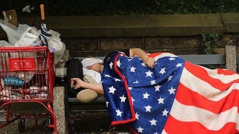 Tầng lớp trung lưu da trắng Mỹ đang chết dần, chết mòn