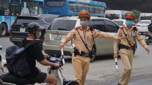Từ 5/8/2020, khi kiểm soát tại một điểm, Cảnh sát giao thông phải chọn chỗ không che khuất tầm nhìn