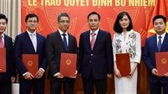 Thứ trưởng Lê Hoài Trung trao quyết định phân công cán bộ cấp Vụ