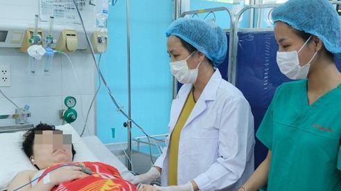 TP.HCM: Xe cứu thương chạy ngược chiều để cấp cứu kịp thời cho 2 mẹ con sản phụ nguy kịch
