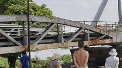 Rủ nhau đi câu cá, anh té xuống sông Sài Gòn, em trai bất lực nhìn anh bị đuối nước tử vong