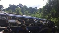 Lật xe giường nằm ở Kon Tum, hàng chục người thương vong