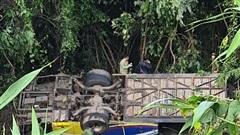 Phó thủ tướng chỉ đạo khẩn vụ xe rơi đèo, năm người tử vong ở Kon Tum