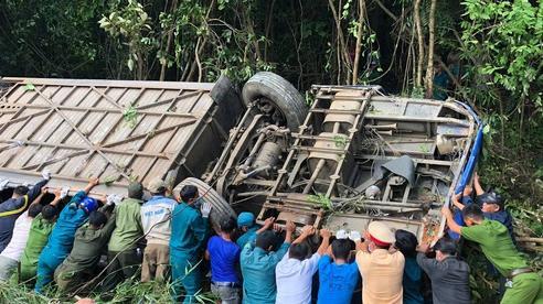 Vụ xe khách lao xuống vực làm 5 người: xe lộn nhiều vong trong tiếng la thảm thiết