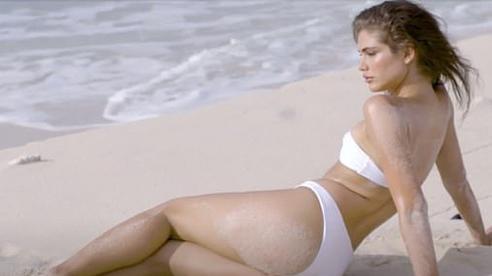 Nhan sắc người mẫu chuyển giới đầu tiên lên tạp chí áo tắm