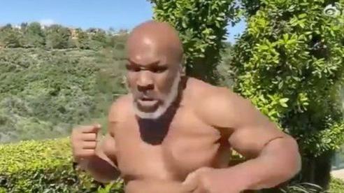 Không cho 'sống ảo cùng thần tượng', Mike Tyson suýt bị bắn